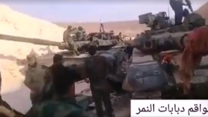 Lực lượng Tiger đầu động đơn vị xe tăng T-90 về khu vực Rastan - ảnh minh họa video