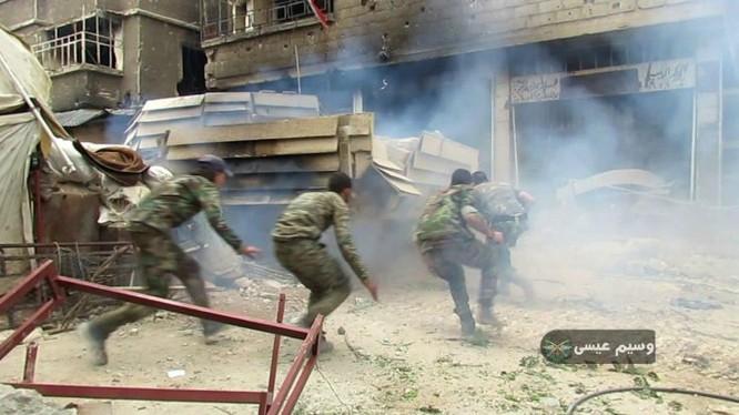 Lực lượng Vệ binh Cộng hòa tấn công trên chiến trường Yarmouk, Damascus. Ảnh minh họa Masdar News