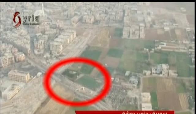 Camera drone ghi lại cảnh pháo binh - tên lửa Syria truy sát các tay súng IS. Ảnh minh họa video