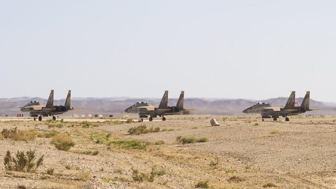 3 chiếc F-15 của không quân Israel, mang bom bay GBU - 39 không kích quân đội Syria . Ảnh Ivan Sidorenko - phóng viên chiến trường độc lập