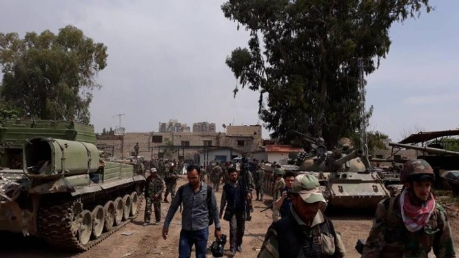 Các binh sĩ quân đội Syria tiến công trên hướng quận Hajar Al-Aswad. Ảnh minh họa Masdar News