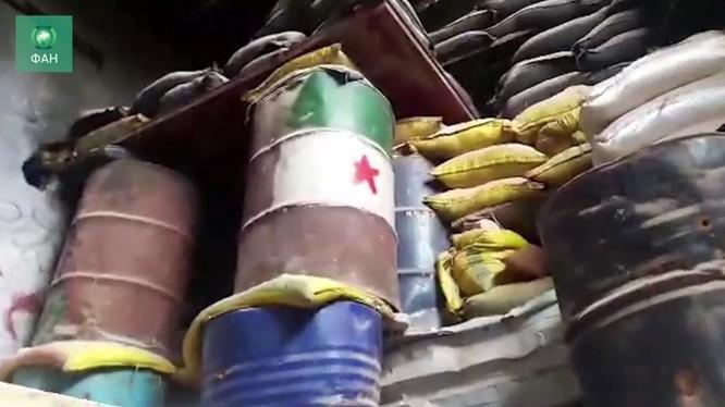 Kho vũ khí và bệnh viện dã chiến lực lượng Hồi giáo cưc đoan. Ảnh minh họa video RIAÀN