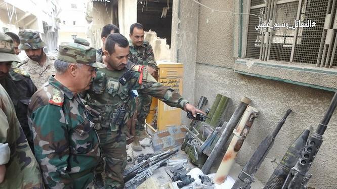 Lực lượng Hồi giáo cực đoan giao nộp vũ khí cho quân đội Syria. Ảnh minh họa Muraselon