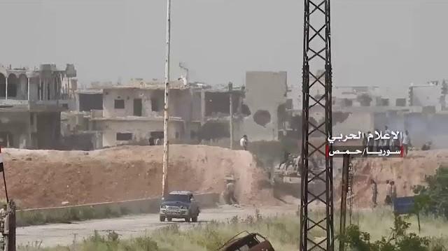 Công binh quân đội Syria mở tuyến đường quốc lộ Homs - Hama. ảnh minh họa video quân đội Syria