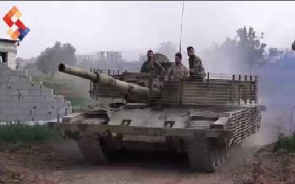 Lực lượng tăng thiết giáp sư đoàn cơ giới số 4 tấn công ở quận Yarmouk