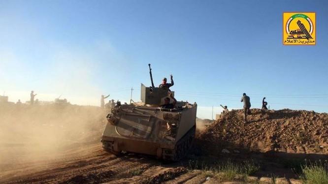 Lực lượng PMU Iraq tiến công trên chiến trường sa mạc Iraq - Syria