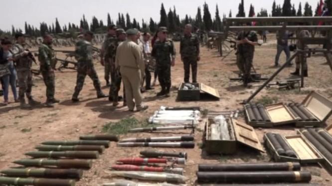 Vũ khí trang bị lực lượng Hồi giáo cực đoan giao nộp ở vùng Rastan- phía băc tỉnh Homs. ảnh minh họa video Ruptly