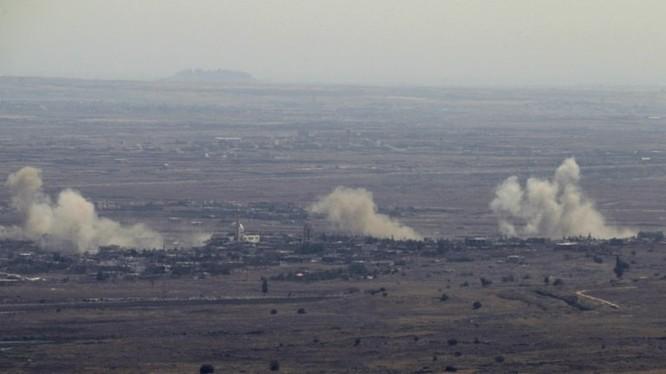 Pháo binh quân đội Syria pháo kích vào khu vực Ca nguyên Golan. anh Ivan Sidorenko
