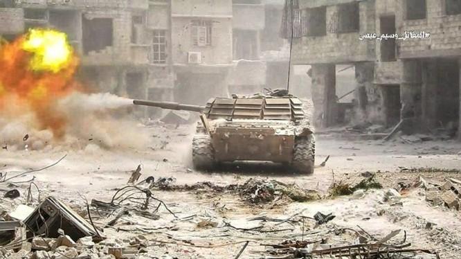 Xe tăng quân đội Syria trên chiến trường nam Damascus