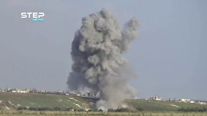 Không quân Nga không kích lực lượng Hồi giáo cực đoan FSA phía bắc Hama. Ảnh minh họa video