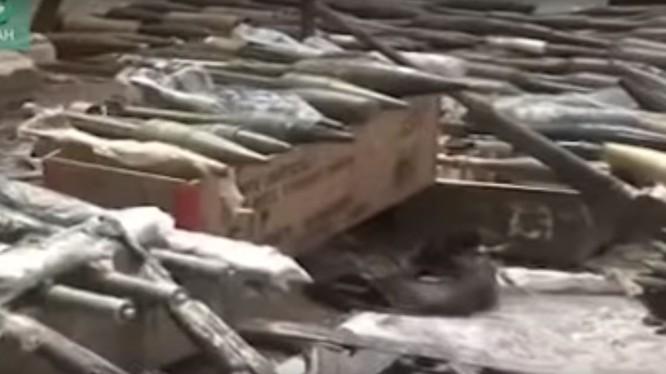Quân đội Syria thu chiến lợi phẩm kho vũ khí ở ngoại ô Damascus. Ả minh họa SANA