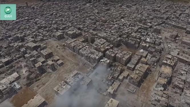 Ảnh minh họa video, quân đội Syria tấn công dọc đường 30 vào quận Trại tị nạn Yarmouk.