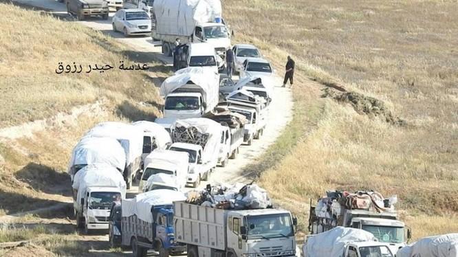 Đoàn xe di tản từ khu vực Rastan tỉnh Homs về phía bắc Syria. Ảnh minh họa của Masdar News
