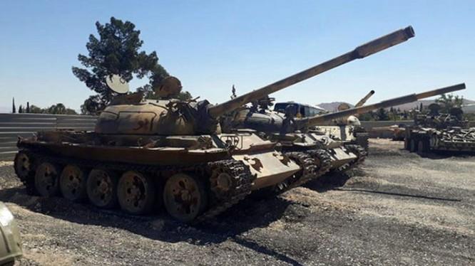 Tăng thiết giáp chiến lợi phẩm ở Qalamoun. Ảnh minh họa SANA