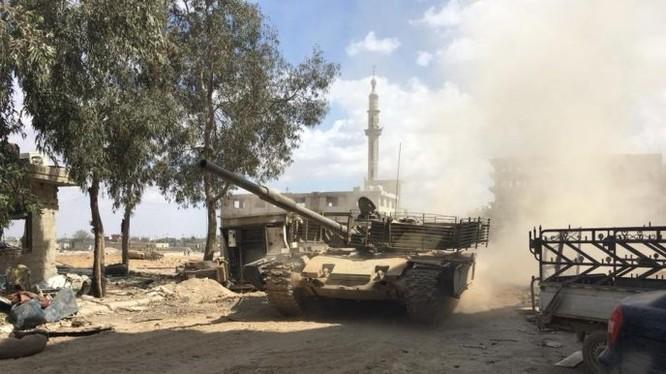 Xe tăng quân đội Syria tấn công khu phố Hajar Aswa. Ảnh minh họa Masdar News