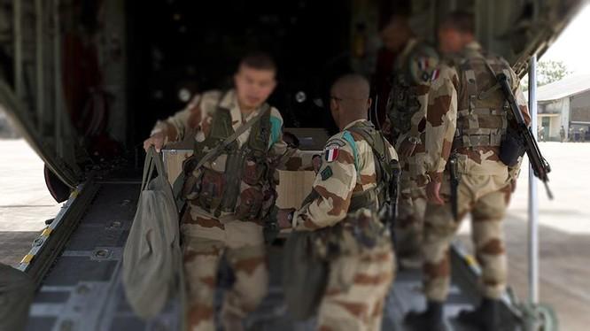 Binh sĩ quân đội Pháp đổ bộ vào Syria. Ảnh minh họa của South Front
