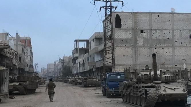 Binh sĩ Syria trong những đường phố vừa giải phóng ở Yarmouk
