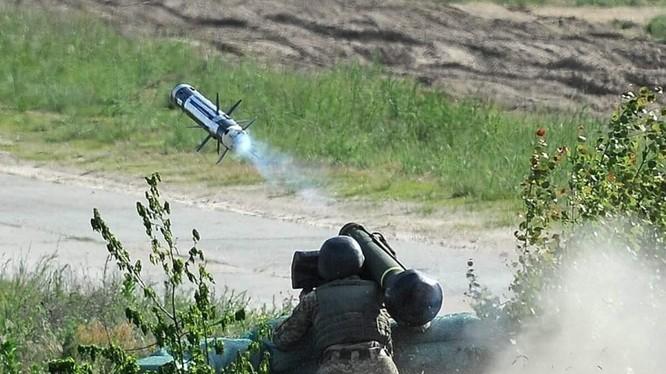 Binh sĩ Ukraina thử nghiệm tên lửa Javelin của Mỹ. Ảnh minh họa South Front