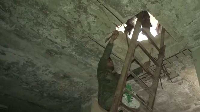 Hầm ngầm của IS trong quận Yarmouk, ảnh minh họa video SANA.