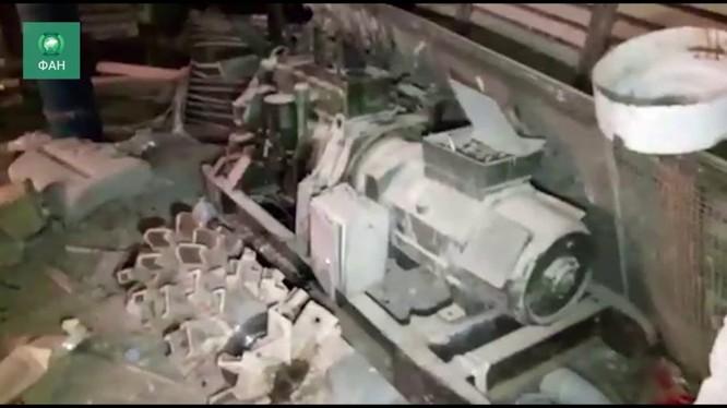 Công binh Syria phát hiện ra máy đào đường hầm của IS trong khu vực quận Yamouk. Anh minh họa video RIAFAN