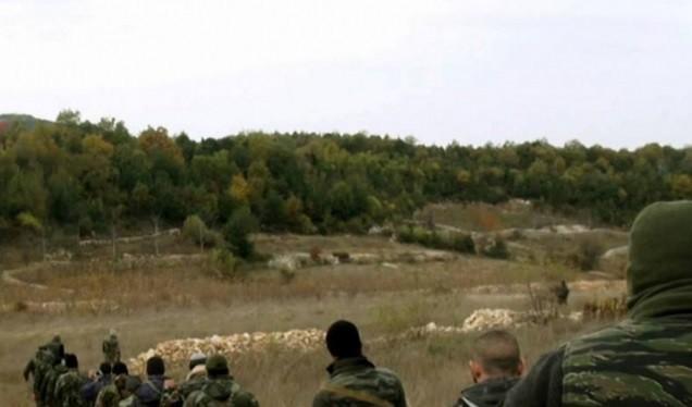 Lực lượng quân sự địa phương NDF chuẩn bị cho một cuộc tấn công đóng biên giới với Thổ Nhĩ Kỳ. Ảnh minh họa Masdar News