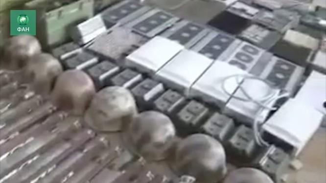 Kho vũ khí khổng lồ của lực lượng Hồi giáo cực đoan ở Douma.Ảnh minh họa video.