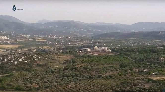 Quân đội Syria pháo kích thị trấn Bidama trên biên giới Thổ Nhĩ Kỳ. Ảnh minh họa video Qasioun News Agency