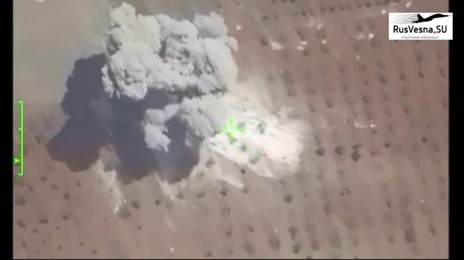 Không quân Syria phá huy pháo binh FSA ở Idlib. Ảnh minh họa video Rusvesna