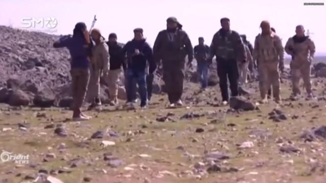 Lực lượng quân tình nguyện Đảng Xã Hội Dân chủ Syria (SSNP) tiêps cận chiến trường Daraa. Ảnh minh họa video South Front