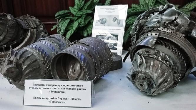 Các động cơ tên lửa hành trình Tomahawk của Mỹ được trưng bày.