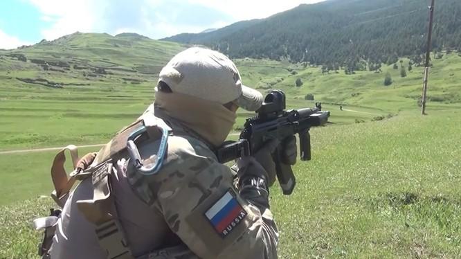 Một binh sĩ FSA Nga tiêu diệt tay súng khủng bố ở Daghestan