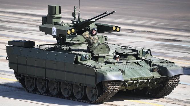 """Xe BMPT """"Terminator"""" trên Quảng trường Đỏ. Ảnh RIA.Novosti"""