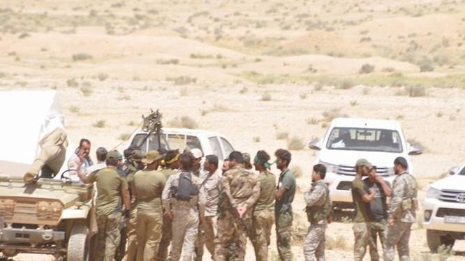 Các binh sĩ quân đội Syria trên chiến trường Sweida. Ảnh minh họa MasdarNews