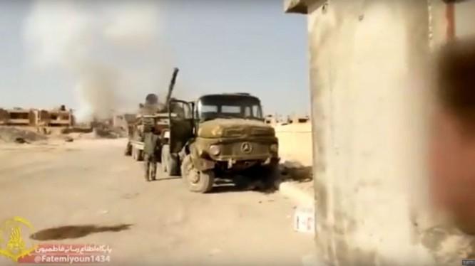 Lực lượng Liwa Fatemiyoun hành quân về Deir Ezzor. Ảnh minh họa Masdar News