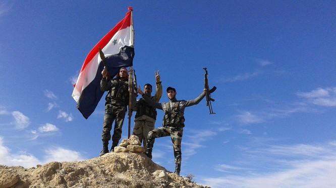 Lực lượng vũ trang địa phương NDF trên chiến trường 2 thị trấn bị bao vây trong tỉnh Idlib. Ảnh minh họa Masdar News