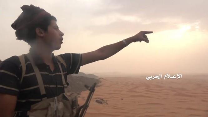 Binh sĩ Houthi tiến công lien minh quân sự do Ả rập Xê út dẫn đầu. Ảnh minh họa Masdar News
