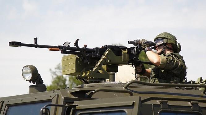 Binh sĩ Nga sử dụng súng máy Kord 12,7 mm. Ảnh RG