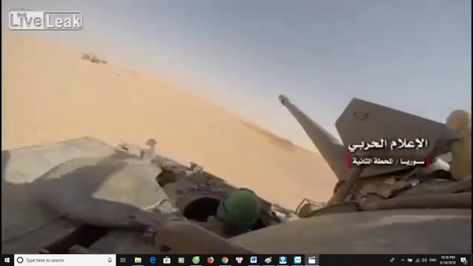 Xe tăng lực lượng Hezbollah tấn công. Ảnh minh họa video