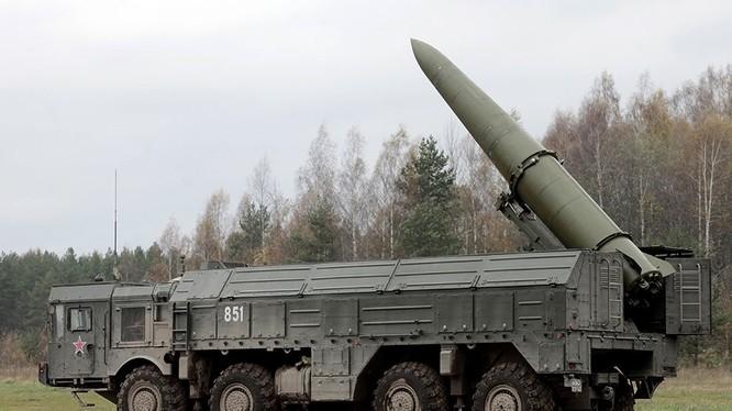 Tên lửa đạn đạo chiến thuật Iskander - M. Ảnh minh họa báo RG