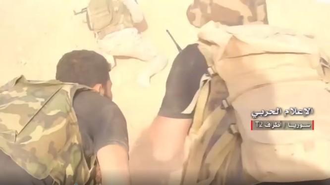 Quân đội Syria tiến công trên vùng sa mạc phía đông tỉnh Homs. Ảnh minh họa video