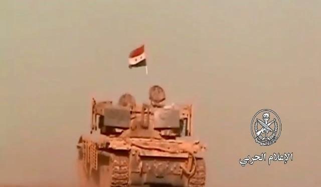 Xe thiết giáp quân đội Syria tiến công giải phóng thị trấn Busra Al-Harir thuộc tỉnh Daraa