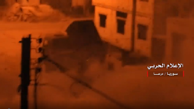 Pháo phản lực Golan-1000 của quân đội Syria nhả đạn. Ảnh minh họa video truyền thông quân đội Syria