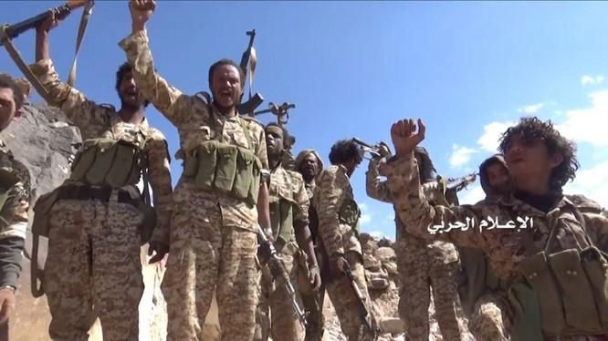 Binh sĩ Houthis tuyên bố đánh bại cuộc tấn công của Ả rập Xê út ở thành phố hải cảng Hodeidah phía tây Yemen. Ảnh Masdar News