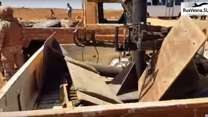 Lực lượng Hồi giáo cực đoan giao nộp vũ khí, đầu hàng quân đội Syria. Ảnh minh họa video