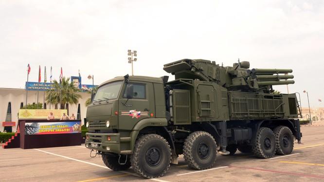 Hệ thống xe Pantsir S1 bảo vệ sân bay Khmeimim ở Latakia. Ảnh minh họa Masdar News