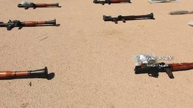 Kho vũ khí lực lượng Hồi giáo cực đoan trên vùng đông bắc Daraa. Ảnh minh họa Masdar News