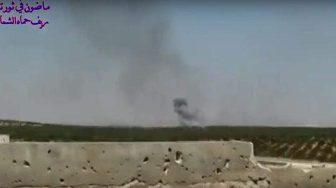 Không quân Syria không kích trên miền bắc Hama. Ảnh minh họa video truyền thông đối lập Syria
