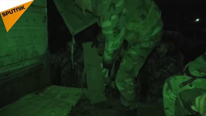 Quân đội Syria pháo kích vào lực lượng Hồi giáo cực đoan ở Lattakia, Syria. Ảnh minh họa video