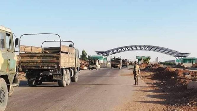 Quân đội Syria trên Nga tư biên giới Nassib với Jordan. Ảnh SANA
