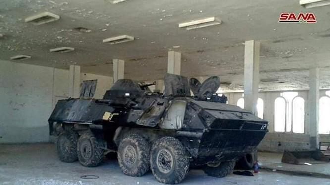 Quân đội Syria thu giữ một số lượng lớn vũ khí trang bị của FSA trên cửa khẩu Nassib trên xa lộ thương mại chiến lược Damascus-Amman. Ảnh SANA